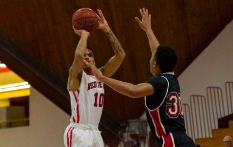 Men's Basketball Tops Ursinus