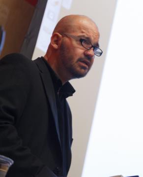 Thomas Glavinic, Austrian writer-in-residence, explains his writing to students.