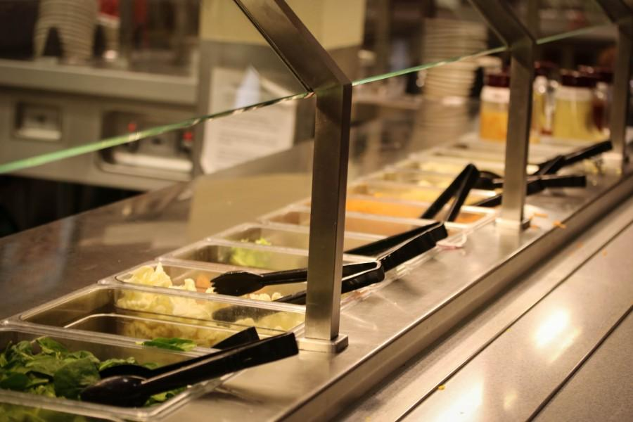 Salad+bar+one+in+the+Dining+Hall+is+rid+of+allergens.