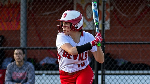 The Red Devil softball team dropped both ganes of a doubleheader against Washigton College.